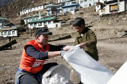 ネパール・ヒマラヤ入り 清掃キャラバン開始