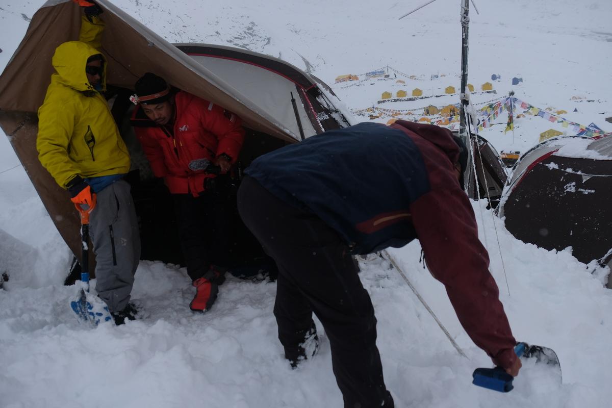 大雪のベースキャンプ