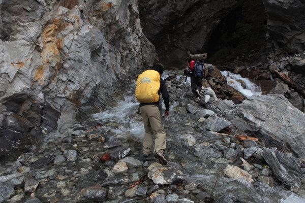 登山道が川に.jpg