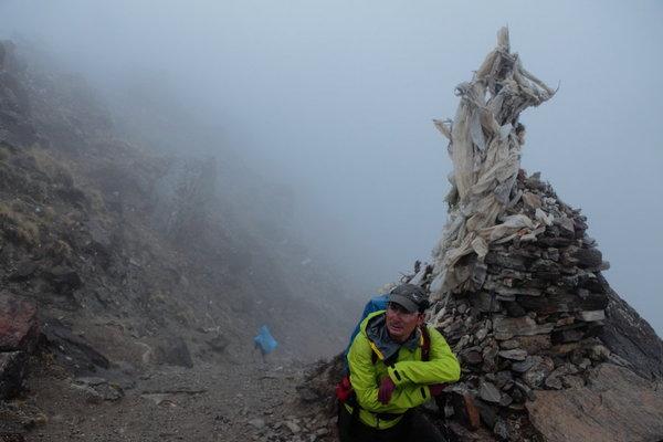 土砂降りの中、登山が続く.jpg