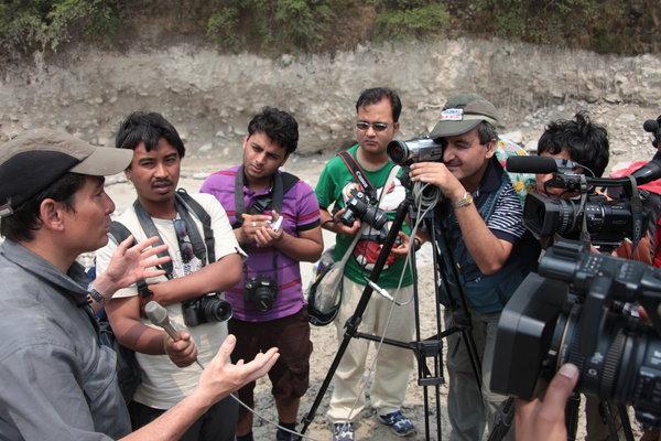 ネパール人記者からのインタビュー.jpg