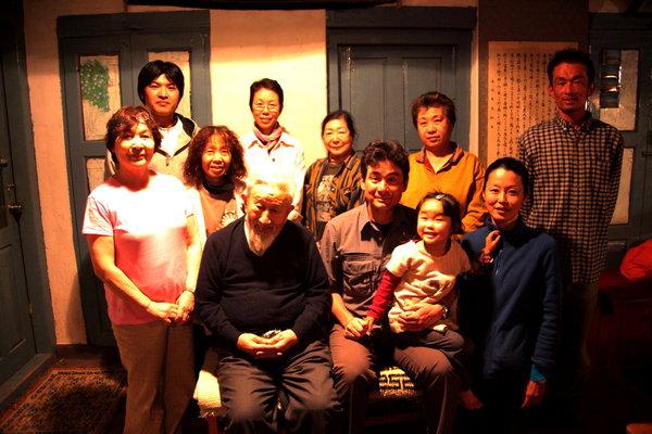 近藤先生の事務所で記念写真.jpg