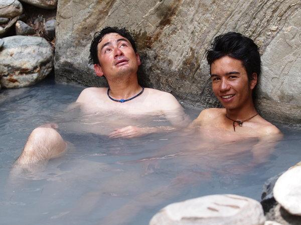 17番・一ヶ月ぶりのお風呂。幸せだぁ_。ヒマラヤの渋御殿湯です。.jpgのサムネール画像