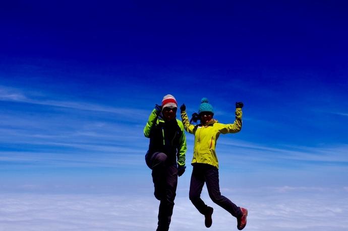メルー山親子登山の一コマ