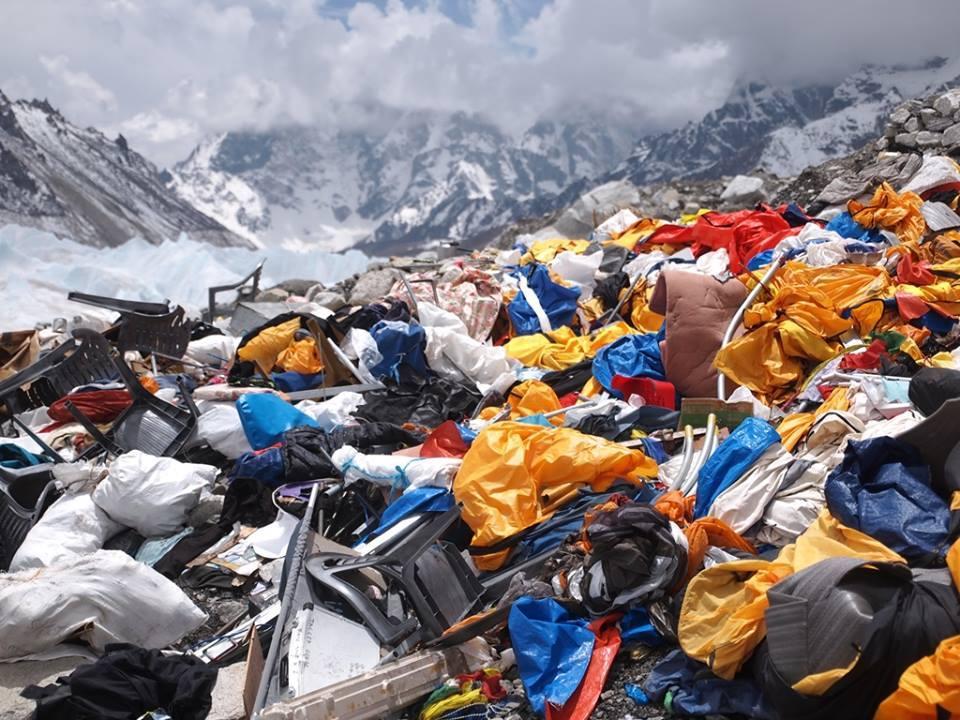 エベレストベースキャンプ目にし...