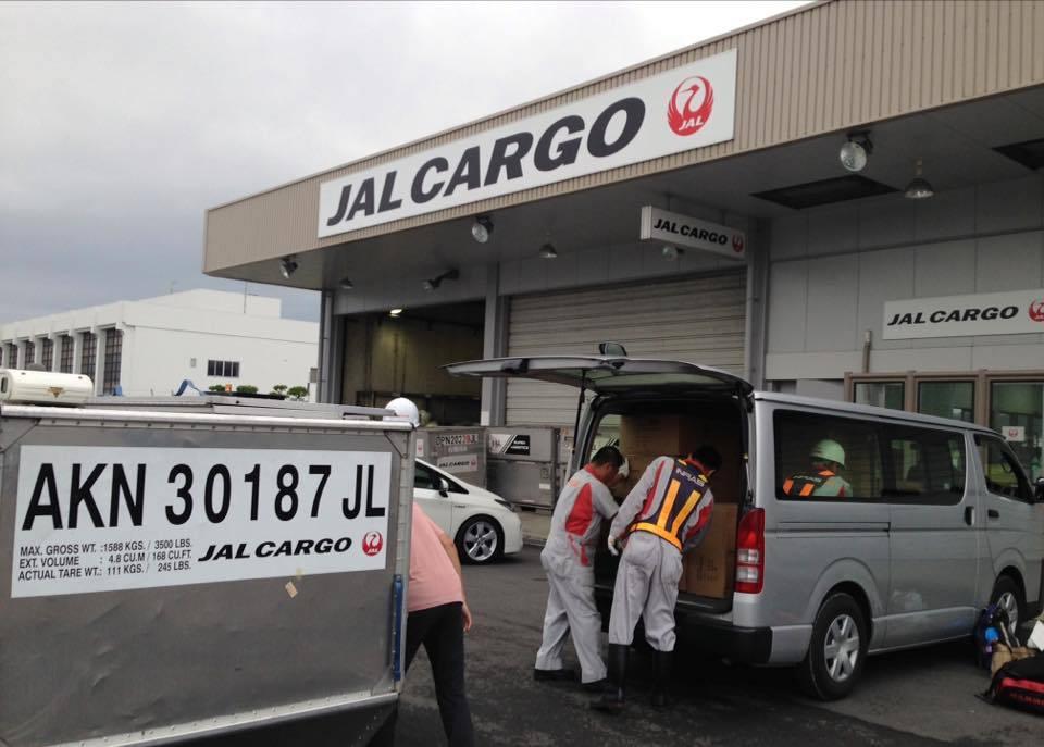 熊本地震支援、JALカーゴでタープを運んでもらいました。