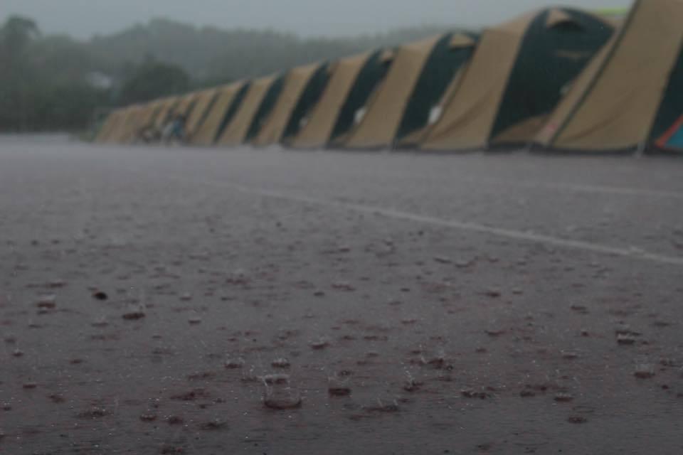 熊本地震支援、暴風雨のテント村