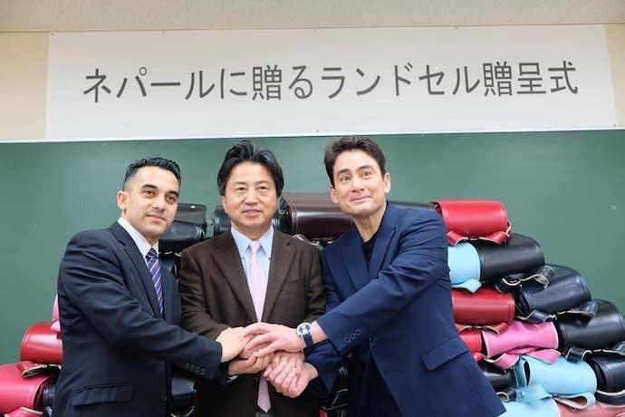 2019年、総社市で行われたランドセル贈呈式。総社市長片岡聡一氏と。