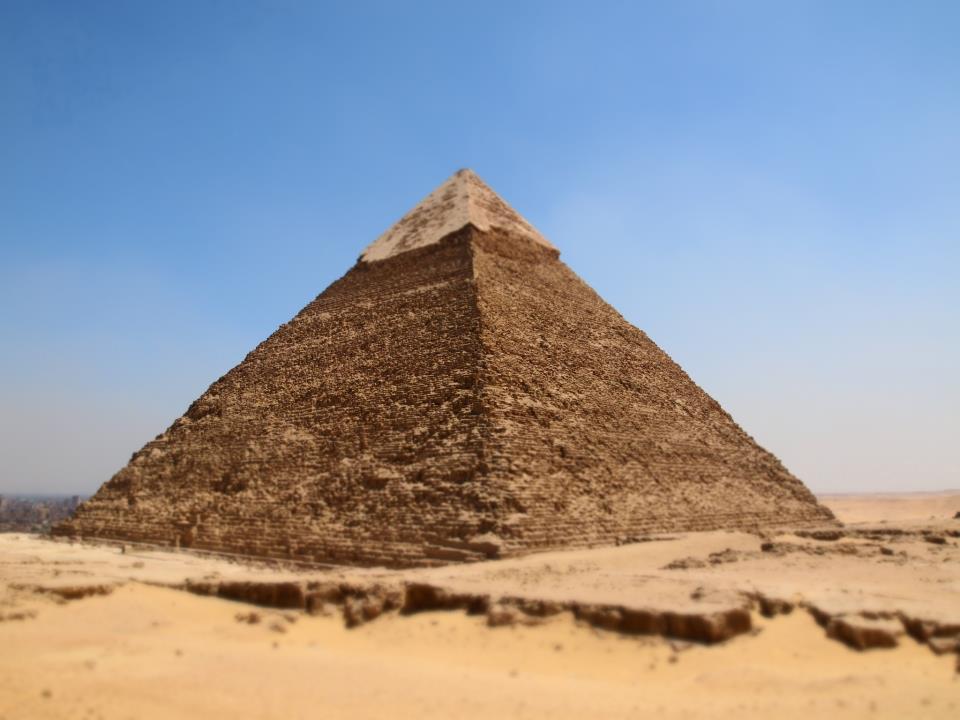 灼熱のピラミッド
