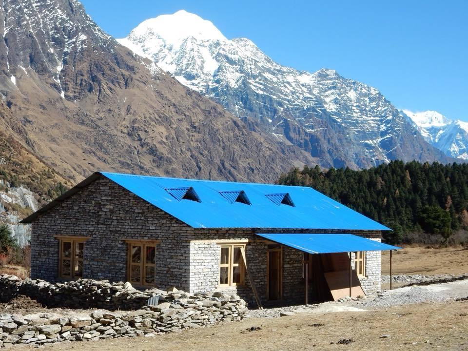 サマ村の多目的ホールの再建