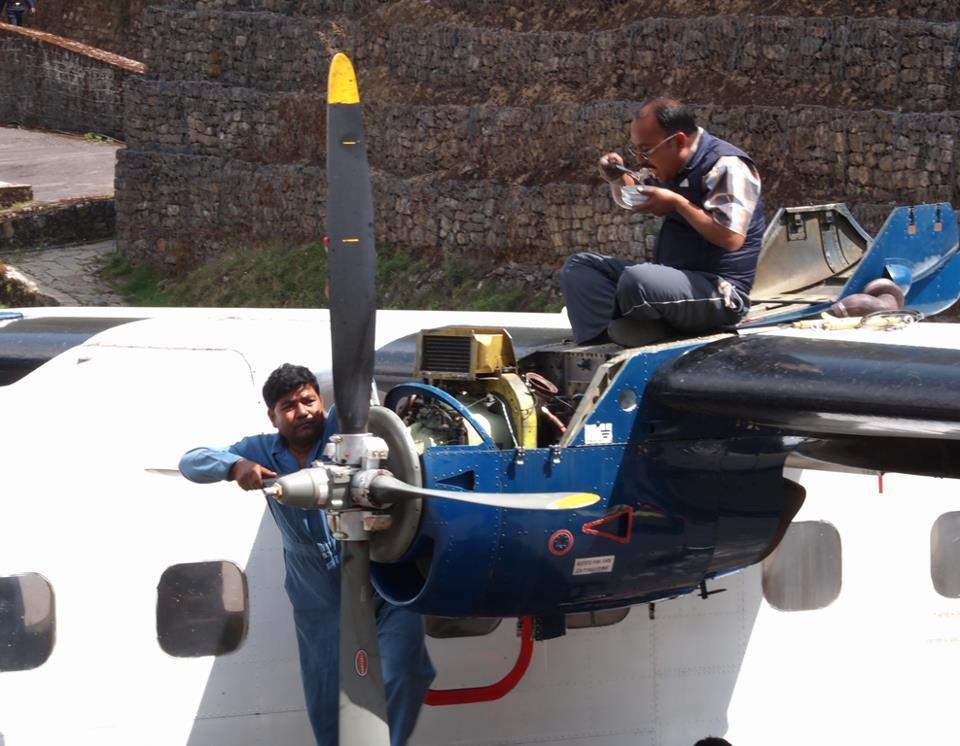 ネパールの飛行機