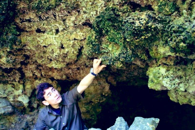 沖縄で遺骨収集活動