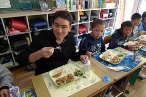 久しぶりに教室内で給食を頂きました