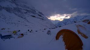 静まり返るベースキャンプ