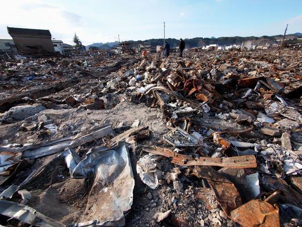 山田町役場前。辺り一面が焼け野原となっていた。_800