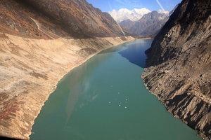 ヘリから空撮したツラギ氷河湖
