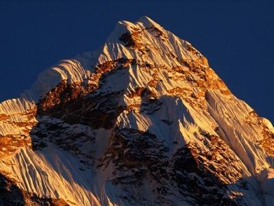 アマダブラム峰(6814M)ディンボチェ村から撮影
