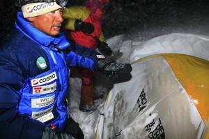 極寒の中、救助作業は続いた