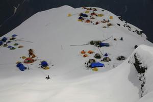 ベースキャンプ全景(1)