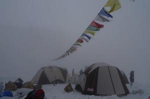 雪景色のベースキャンプ