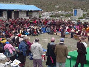 サマ村で歓迎会が開かれた