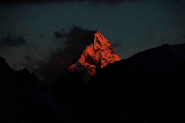 夕日に照らされるアマダブラム(カラパタールから撮影)