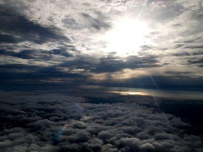 太陽の下によ~く見ると富士山が