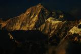 夕焼けに沈むマカルー峰