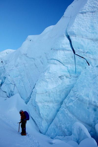 氷柱の中を突き進む