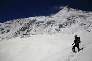 後ろにマナスル峰