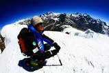 山頂からの絶景(中央奥にエベレスト、左奥にマカルー)