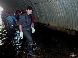 冷たいトンネル内の水が全身を冷やす