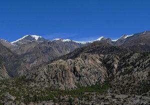 ホムデ村からチュルー東峰(6429M)を撮影
