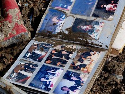 瓦礫の中にアルバムが_800
