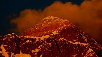 夕日に輝く世界の頂