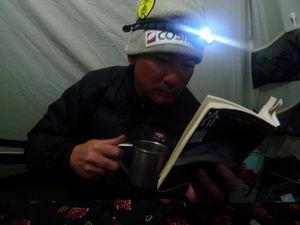 雪かきの合間に本を本を読む
