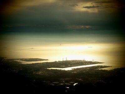 輝く東京湾・まるで真珠湾?