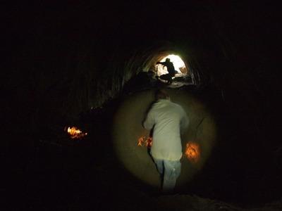 6 真っ暗な壕の中で黙々と掘り続ける