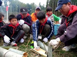 竹ではしなり食器を作る