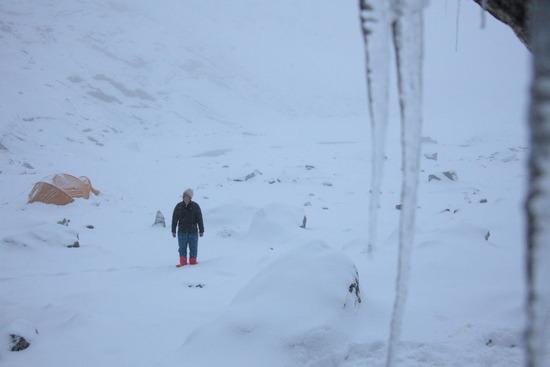 ロブチェハイキャンプにて大雪に見舞われる