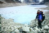 後ろがイムジャ氷河湖