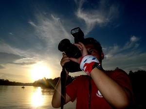 撮影をする平賀カメラマン