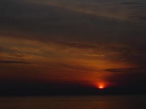 隊員が見ていたであろう大津島の夕日