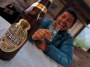 ビールに「ぷはー」の平賀カメラマン