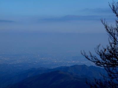 9三頭山山頂付近から眺める大都市東京 - コピー