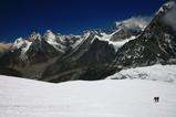 メラ氷河を登る最終キャンプを目指す