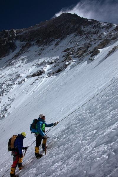 キャンプ3までの斜面を登る