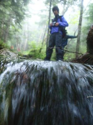 (9)登山道が川にs姿を変える