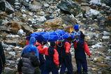 イタリア人の遺体が運ばれる