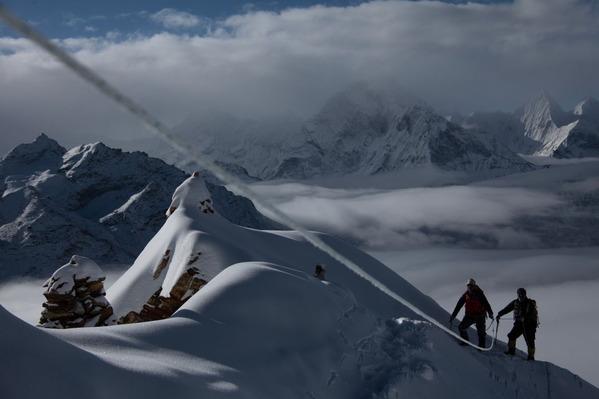 雲上の稜線を行く